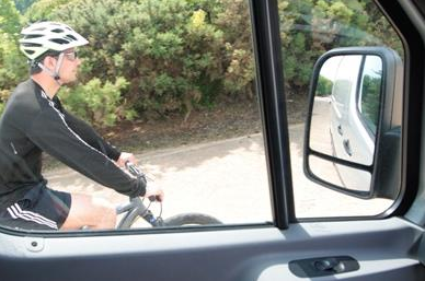 Overtaking cyclists to be banned for truckers