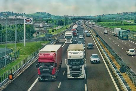 "Truckers could face ""days without food or toilets"" in Brexit No-deal queues"