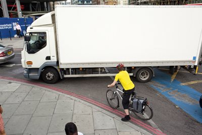 Petition to ban lorries during rush hour gets 13,000 signatures