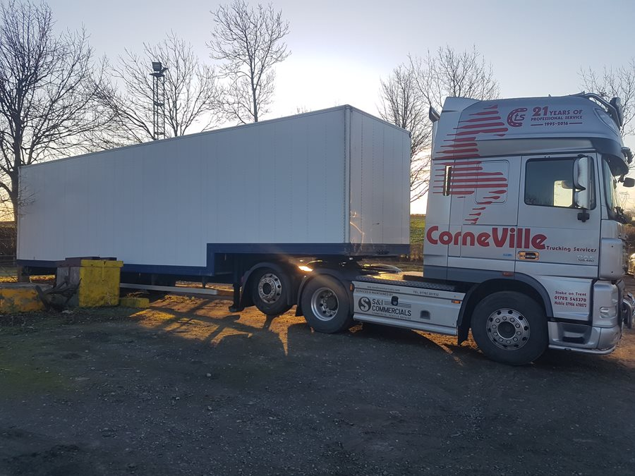 Daf tractor with stepframe 13.6 metre removal trailer.