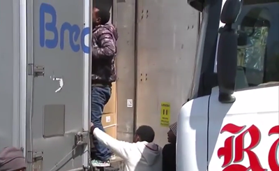 Illegal-immigrants-break-in-to-lorry-in-Calais.png