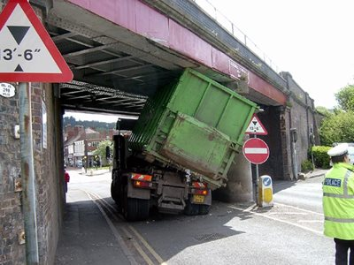 Bridges hit by lorries per-day raised to 5