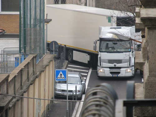 hgv-stuck-in-road.jpg
